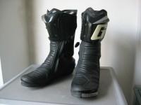 Sepatu road racing merk Gaerne hitam uku