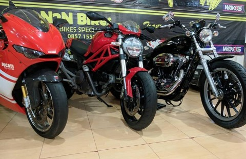 Ducati Monster 696 Italy