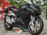 HONDA CBR250RR 2016 LIKE NEW LOW KM
